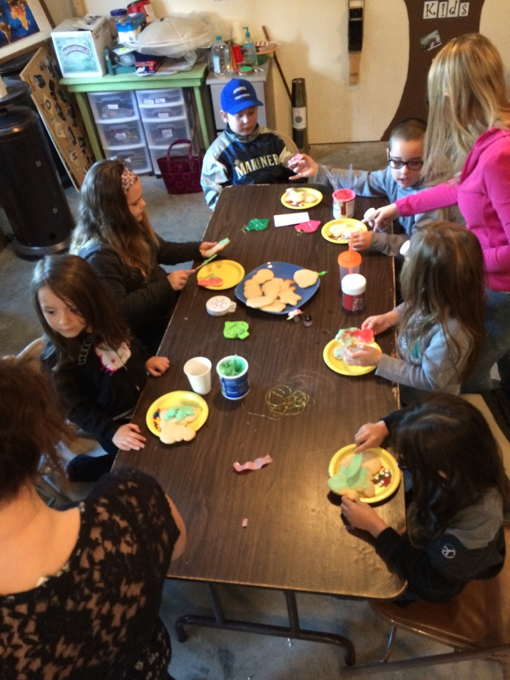 8 HK decorating cookies Dec13, 2014.JPG