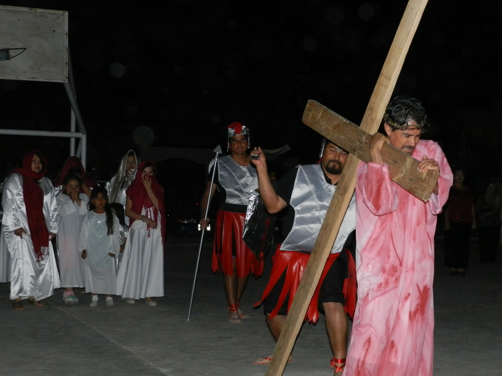 13Our friends in Mexico preformed the resurrection of Jesus Christ.JPG