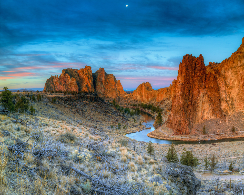 Smith Rocks Moonset.jpg