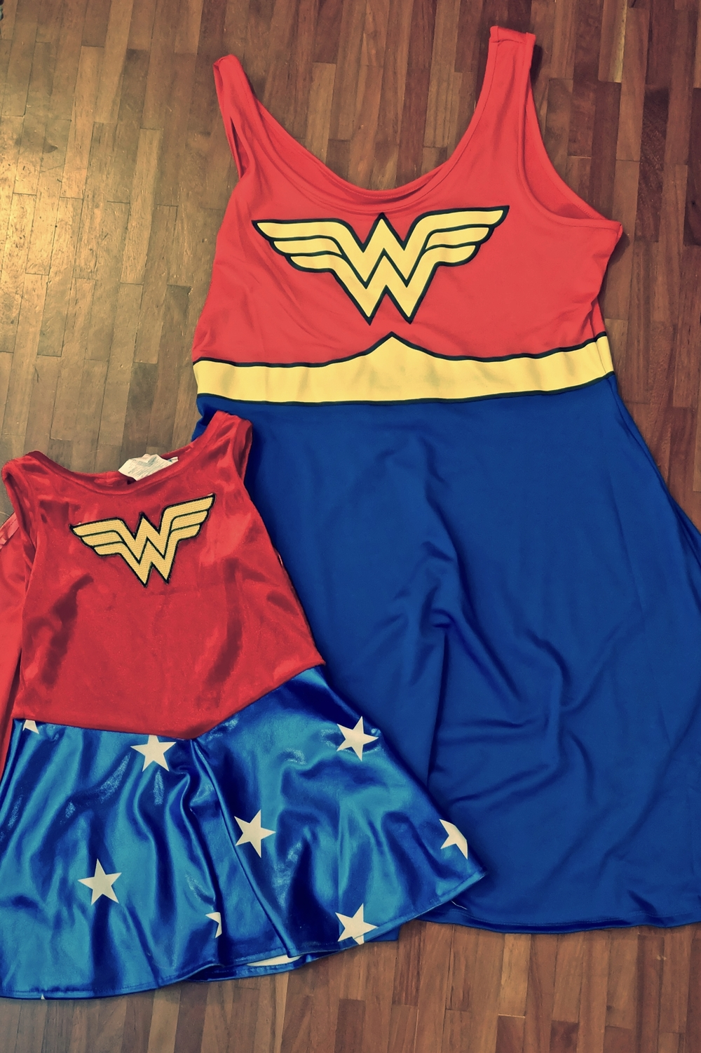 This years Luxcon (Luxembourg's spin on comicon) was a great success. I put some thought into this years get up and decided to dress up with my 2 year old. Last year we didn't, so I thought it would be more fun going in matching costumes. After a long search I decided on wonder woman. I got both dresses for a decent price on Amazon and after a few quick tweaks here and there it was done. Overall we had a great time and on the second day I got to buy some geeky loot.