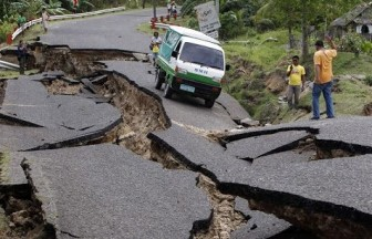 road earthquake nepal.jpg