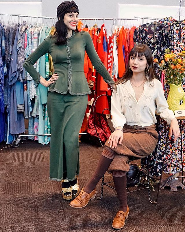 @amtmeika of @amtvintage and @allybirdvintage @intermezzovintage @javitscenter NY. 📷@jovannareyesphotography #anothermanstreasure #vintageintermezzo #jacobjavitscenter #jovannareyesphotography #curvysta