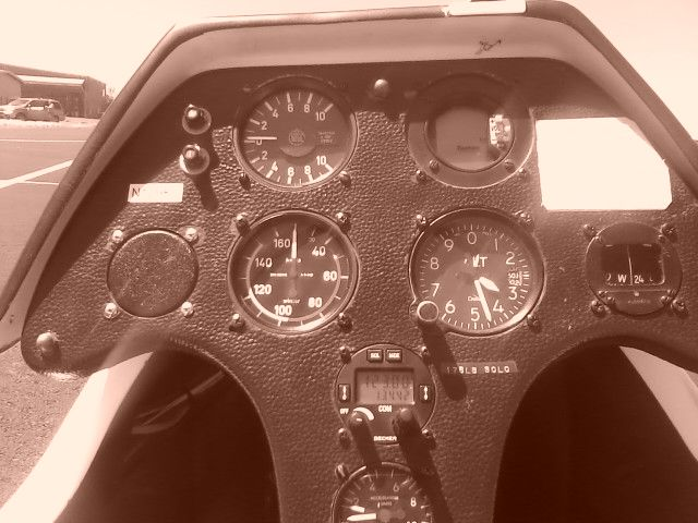 Vintage ASK-21 instrument panel. Mine would have had a few additional (IFR) instruments.