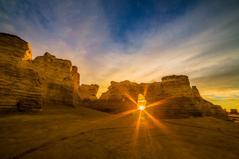 Sunrise at Monument Rock