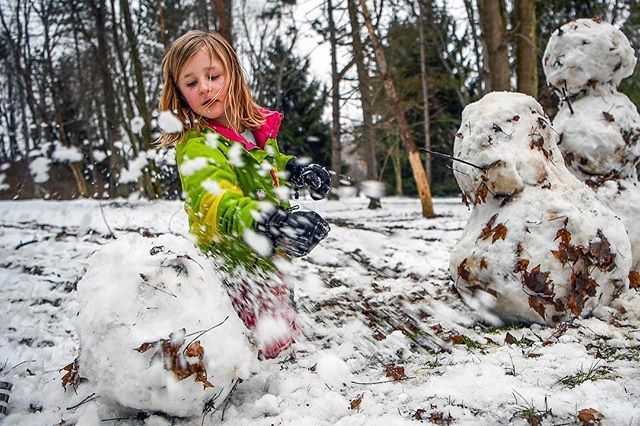 Serious snowman business: Sydney Burgbacher, 6, of Franklin Park, removes snow from a snowman's soon-to-be head in Knob Hill Community Park this afternoon in Marshall. (Alexandra Wimley/Post-Gazette)