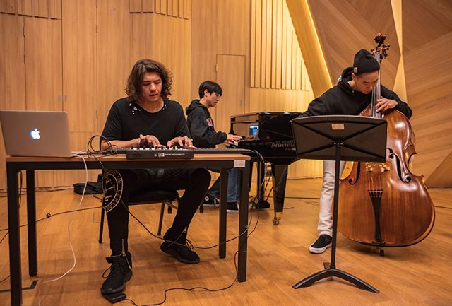 Fashion show rehearsal  @stradeum 🎹🎻 It's an honor to work with such talented Korean musicians @sungminje @dea_vicky 📸 @elitecr2