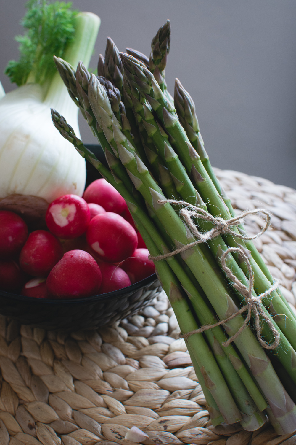 foodiesfeed.com_asparagus-radishes-fennel.jpg