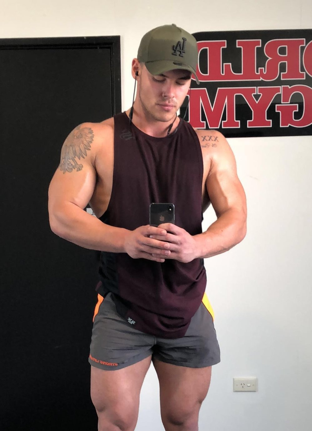 hire a hot topless waiter for coolanagtta tweed heads gold coast male strippers