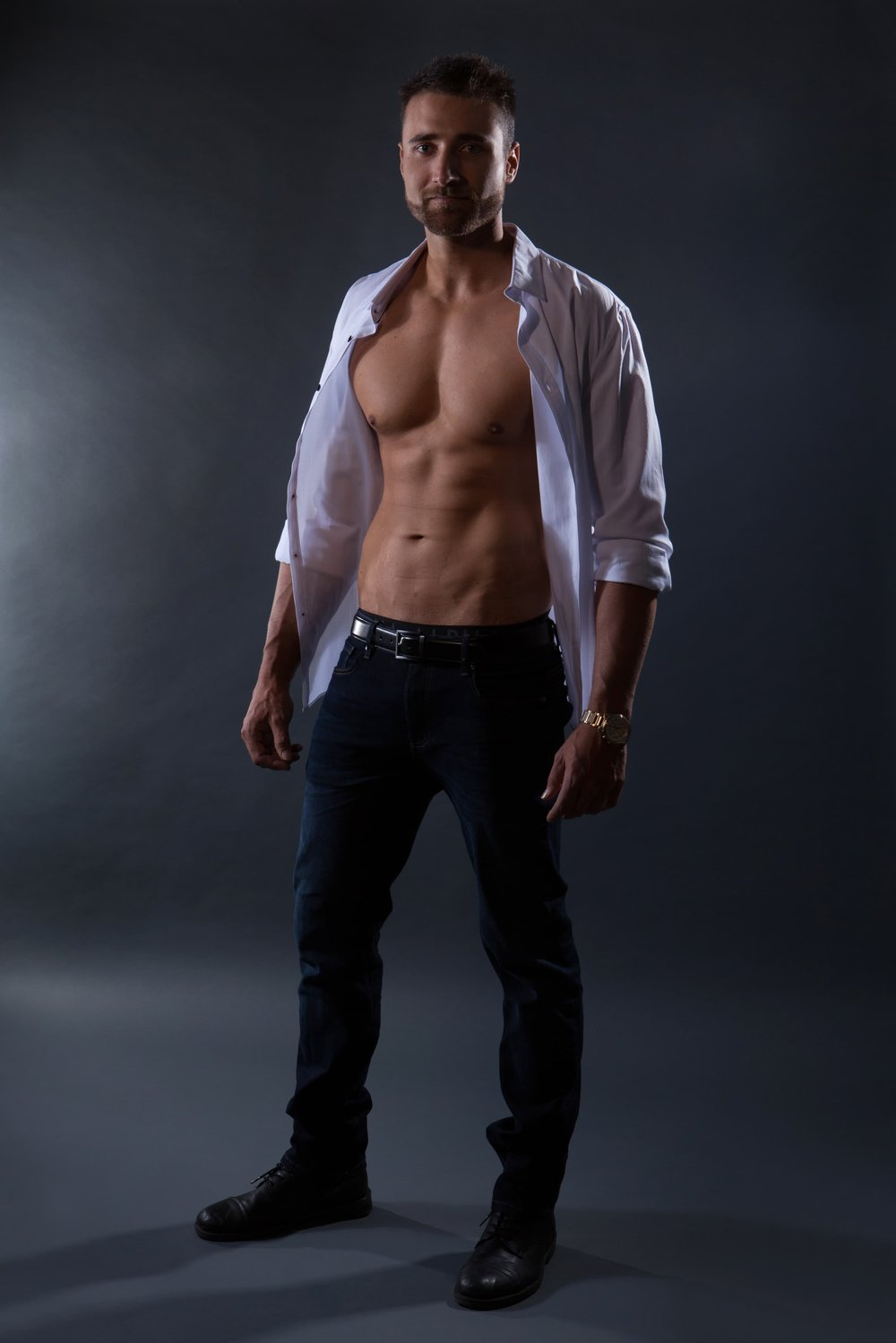 New zealand male topless waiter for hire in the gold coast, brisbane and byron bay. kiwi boy waitress. kiwi male stripper.