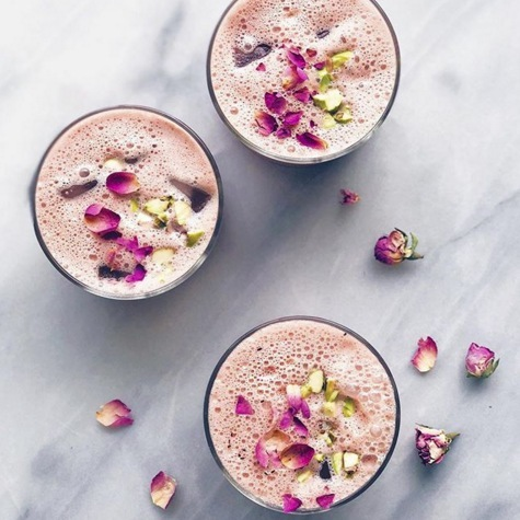 Tag a friend who would love these Hibiscus-Pistachio Iced Tea Lattes just as much as you! | Image via @alison__wu