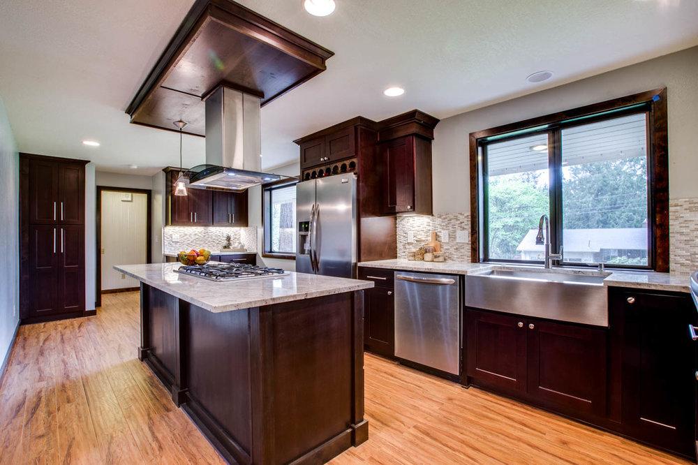 kitchen_main9304-SW-53rd-Ave033webres.jpg