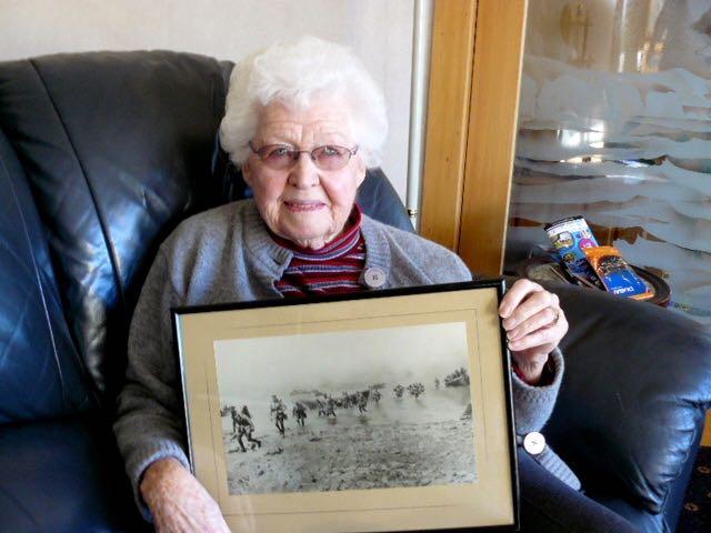 Kathleen Verkerk with an original Gallipoli landing photo print Joe gave her.