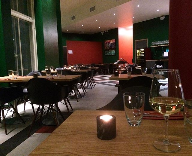 Hyvältä näyttää! #odotellessa @nina_makela #vihreäholvi #harjutori #sörnäinen #wineoclock