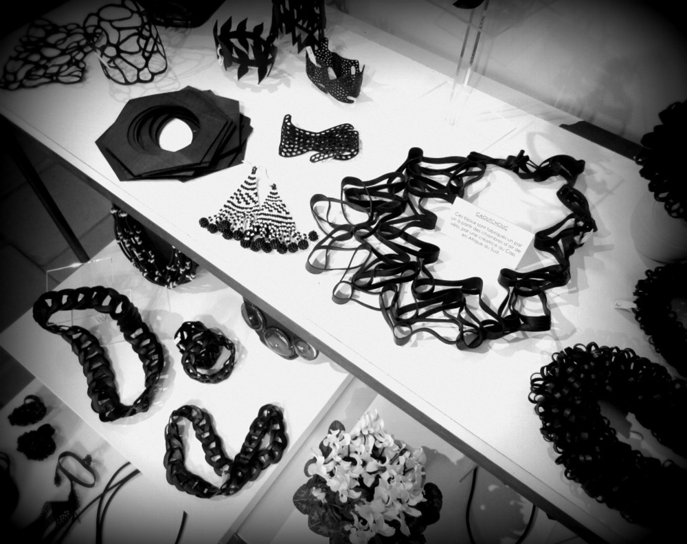 Recycled tyre rubber jewellery