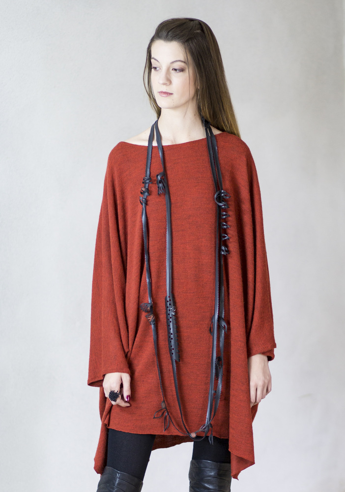 Long sculpted rubber necklace