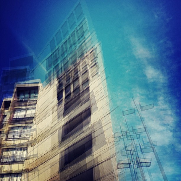 #vertigo #streetphotography #mobilephoography (Taken with  instagram )