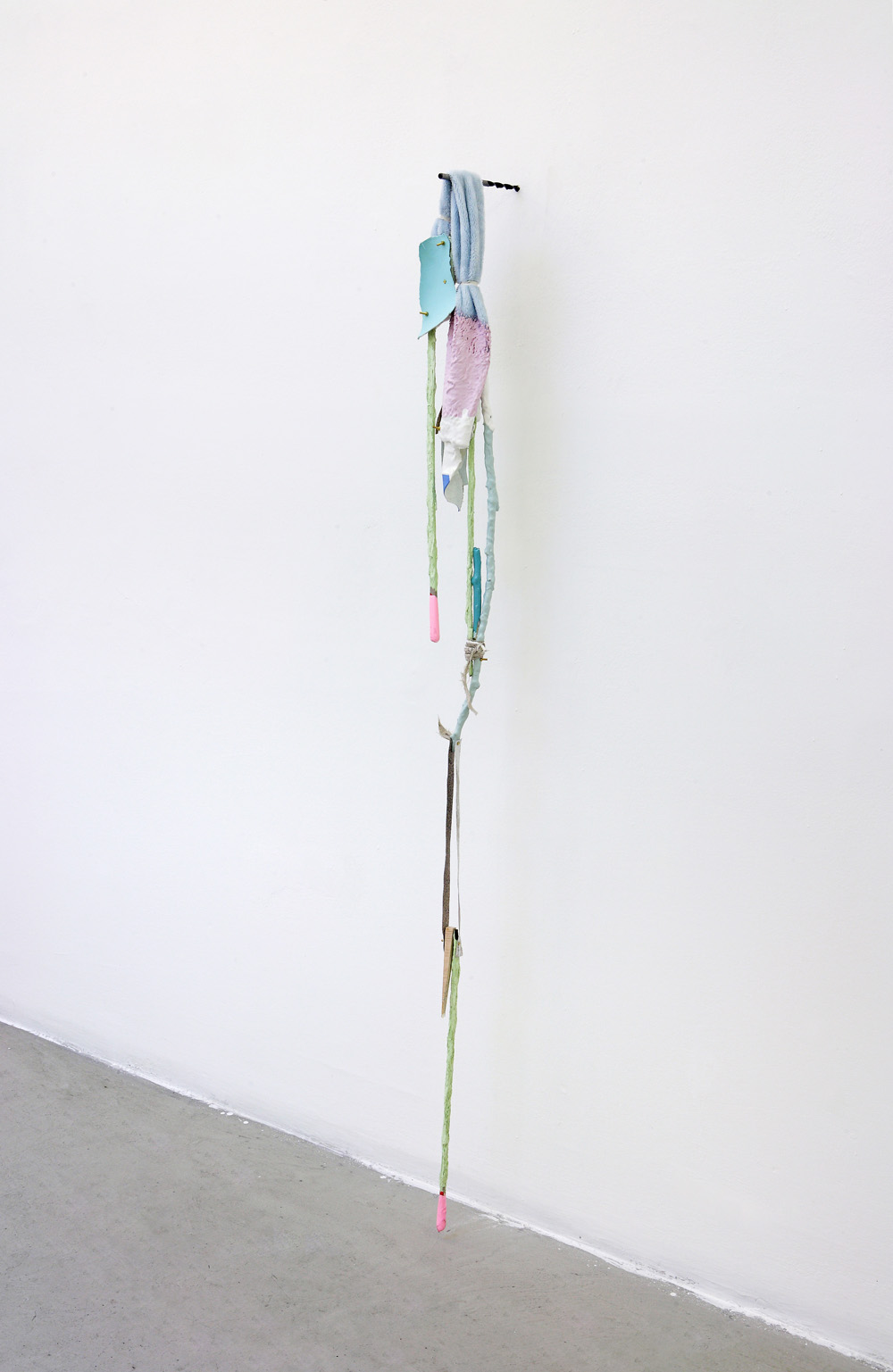 Suspenso, 2011, mixed media, 158 x 12 x 17 cm