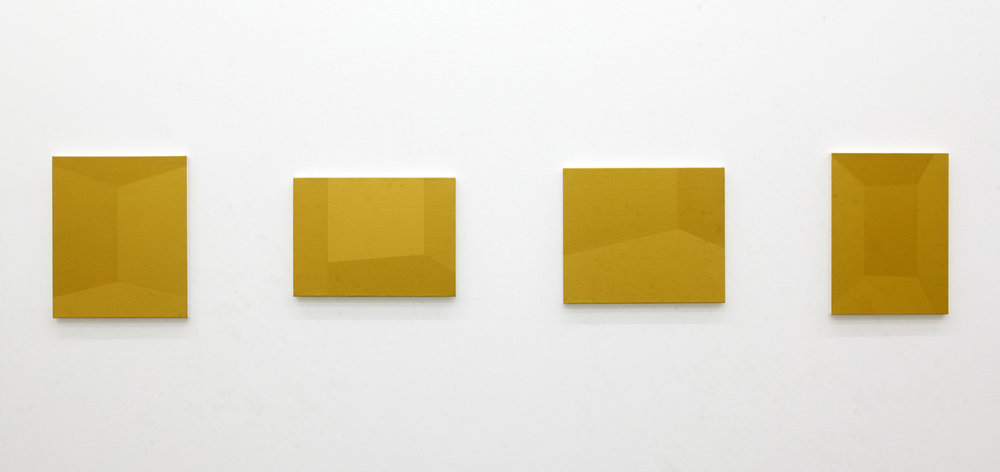 Room, 2009, oil on canvas, from left: 45.5 x 37.9 / 33.3 x 45.5 / 37.9 x 45.5 / 45.5 x 33.3 cm (a set of 4), courtesy of TARO NASU