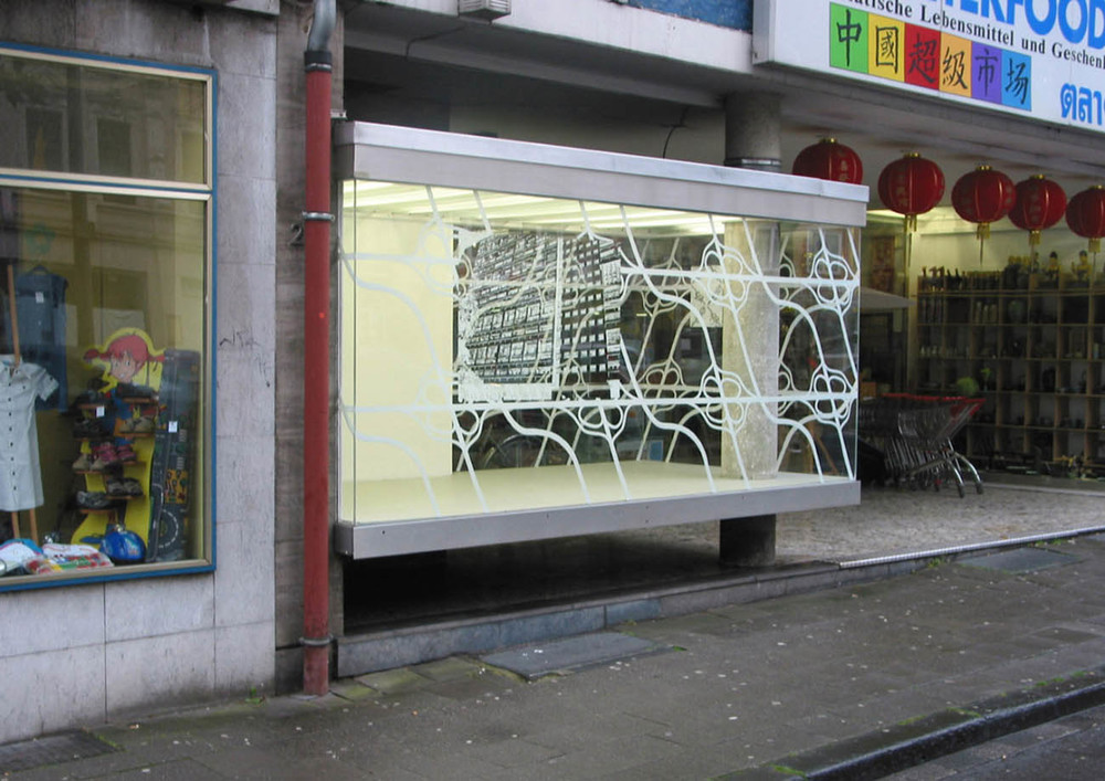 Noeuds, acrylic on window, Installation view: Mehrwert 116, Interfood-Vitrine, Aachen, 2007