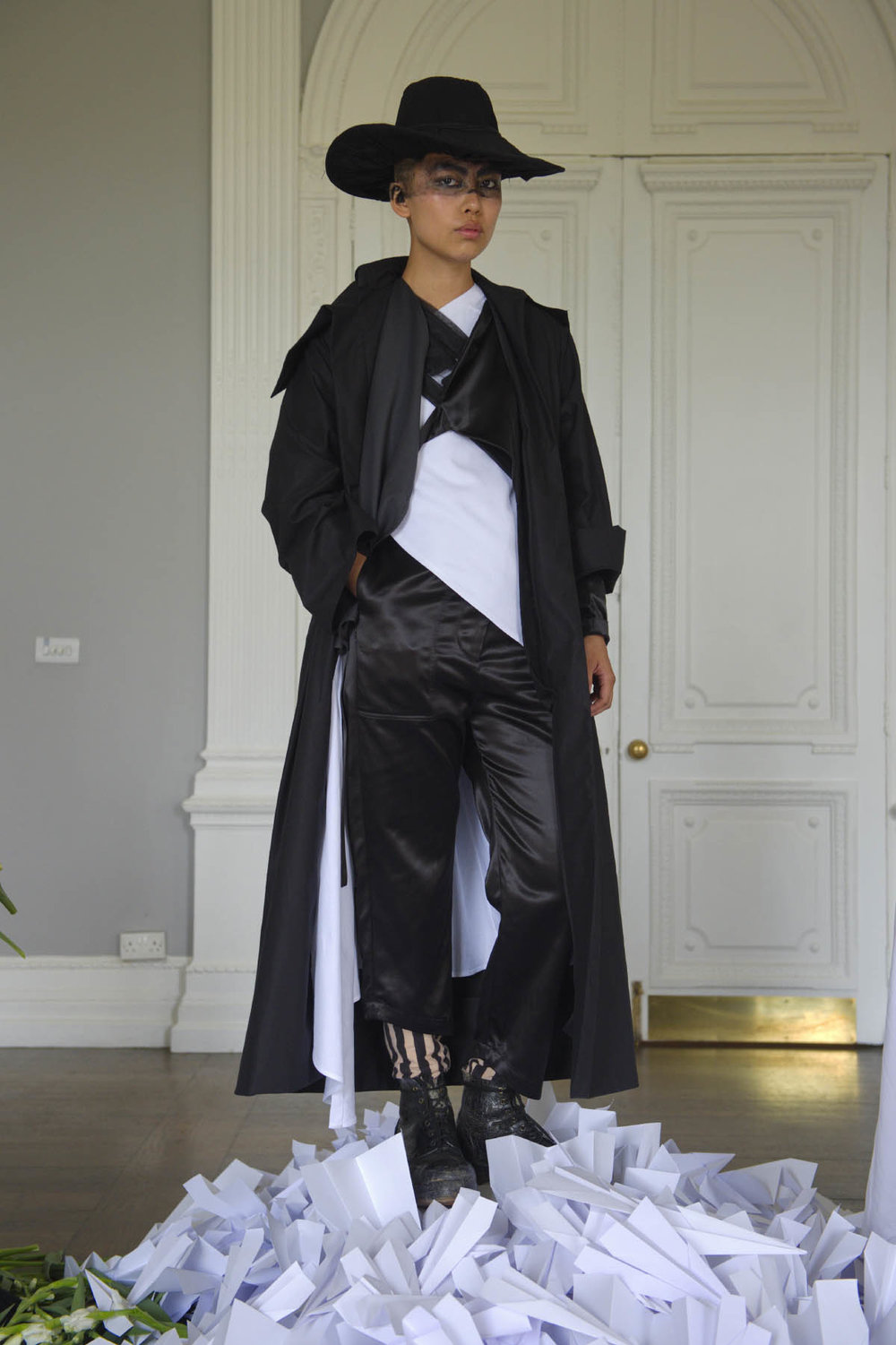 003B PHOEBE ENGLISH SS17 LOOK 4 - THE SMUGGLER.jpg