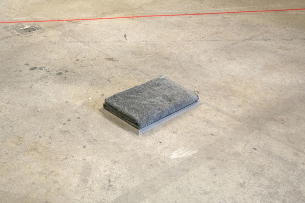 Propriété Temporaire, 2014, beach towel, 150 x 100 cm, folded, pedestal