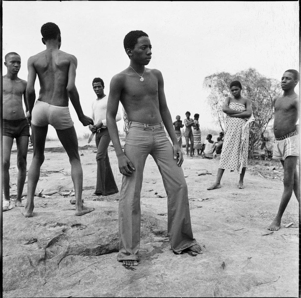 A la baignade au fleuve Niger, 1973 © Malick Sidibé. Courtesy Galerie MAGNIN-A, Paris