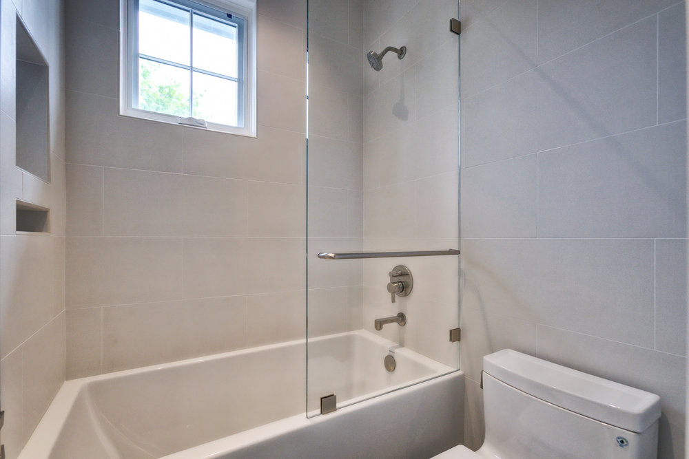 Bathroom        5-FULL.jpg