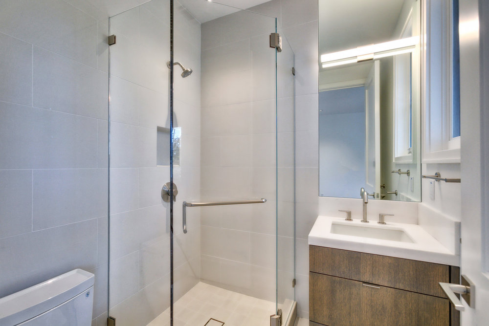 Bathroom        8-FULL.jpg