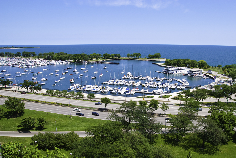Stunning City And Lake Views    BOOK ONLINE AND SAVE $300    Call: (773) 236.8872