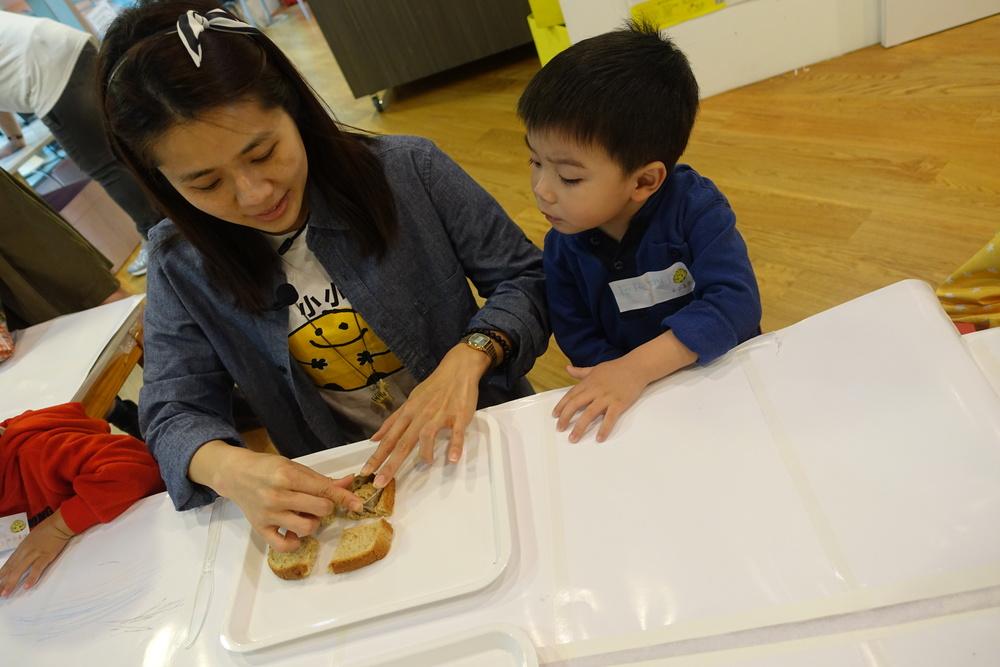 跟Vicky老師學習用麵包切成不同形狀