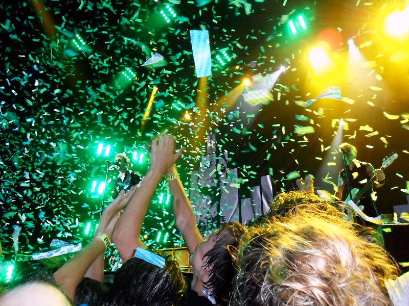 confetti after Minority, jiffy lube live, 8/11/2010
