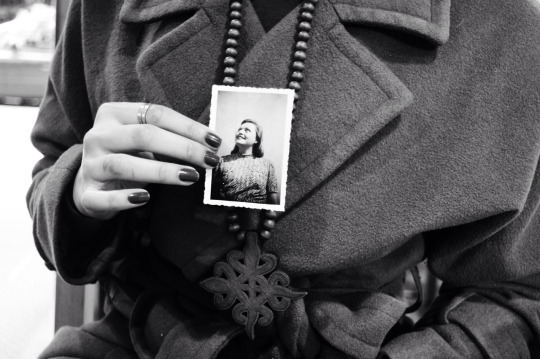 Annina is holding a picture of her grandmother.