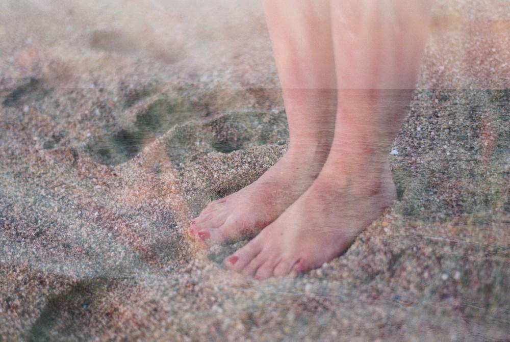 sobrexposición-mar-y-pies.jpg