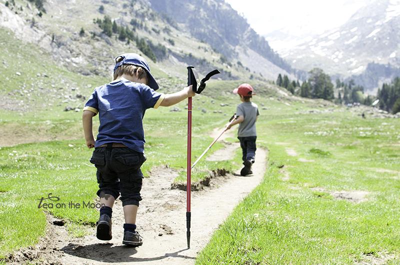 niños-trekking-montañas.jpg