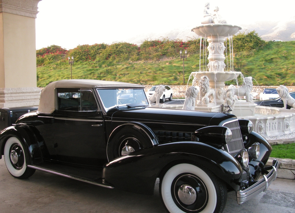 PV Concours 2012, 1931 Cadillac at Trump Fountain. Photo by Kay Finer.JPG