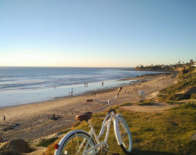 Sunset bike rides 🚴 #cycling #bike #sunset #beach #adventureclub_org #california