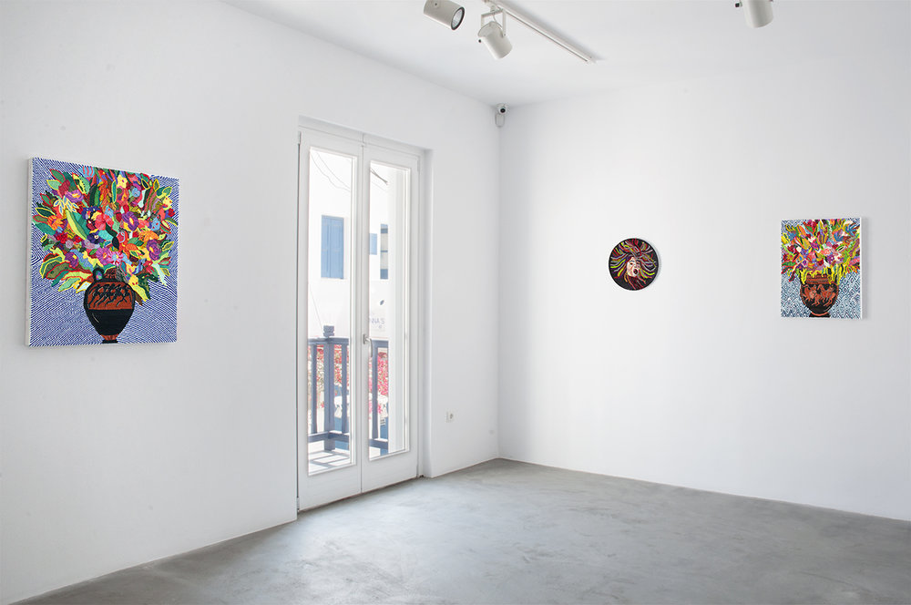 Caroline Larsen_Romance on the Islands_Medusa+Column-krarer with Flowers+Terracotta Panathenaic with Flowers_installation shot2.jpg