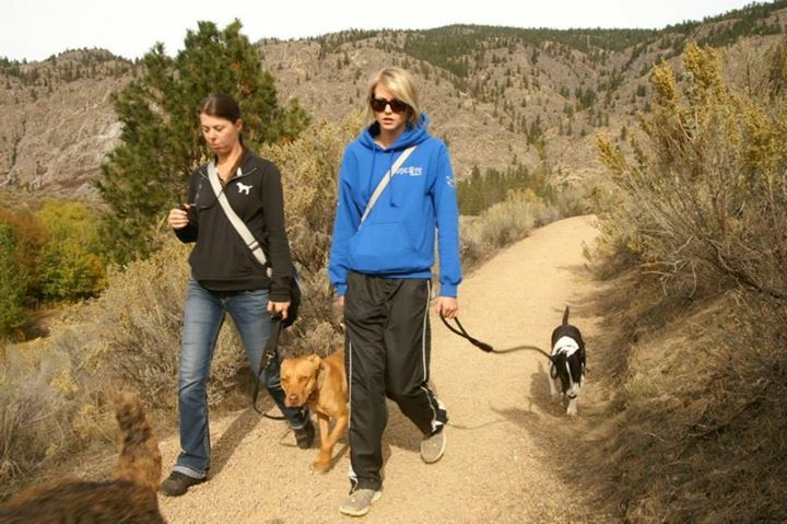 Simone Krebser and Izzie Keyes in Osoyoos, BC. Simone lent Izzie one of her dogs to handle for the seminar.