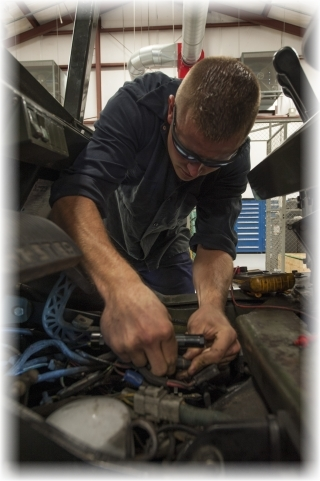 forklift service tech in pompano beach.jpg