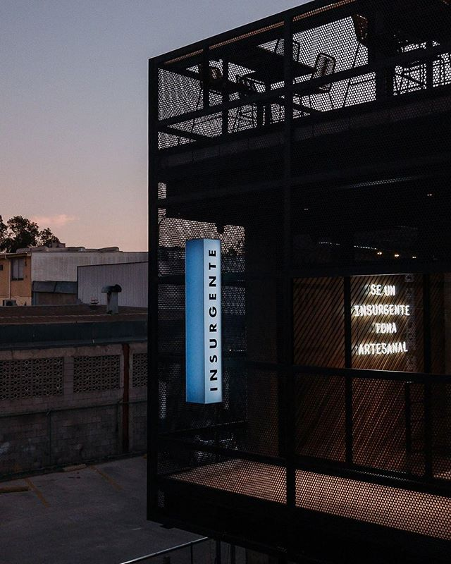 See and be seen 🍺 Cervecería Insurgente by night. . . . 📸: @insurgentebrew #heleoplus #facadestructure #urbandesign #séinsurgente #insurgentebrew #perforatedmetal #concrete #rooftopbar #nightphotography #tijuanaarchitecture #arquitectura #neonsign #design #details #sandiegoarchitect #archdailymx #archdaily #sdnightlife  #transformingtijuana #designer #architecture #architecturelovers #arquitettura #archihub #adesignersmind #critday #taproom #brewerydesign #architecture_hunter