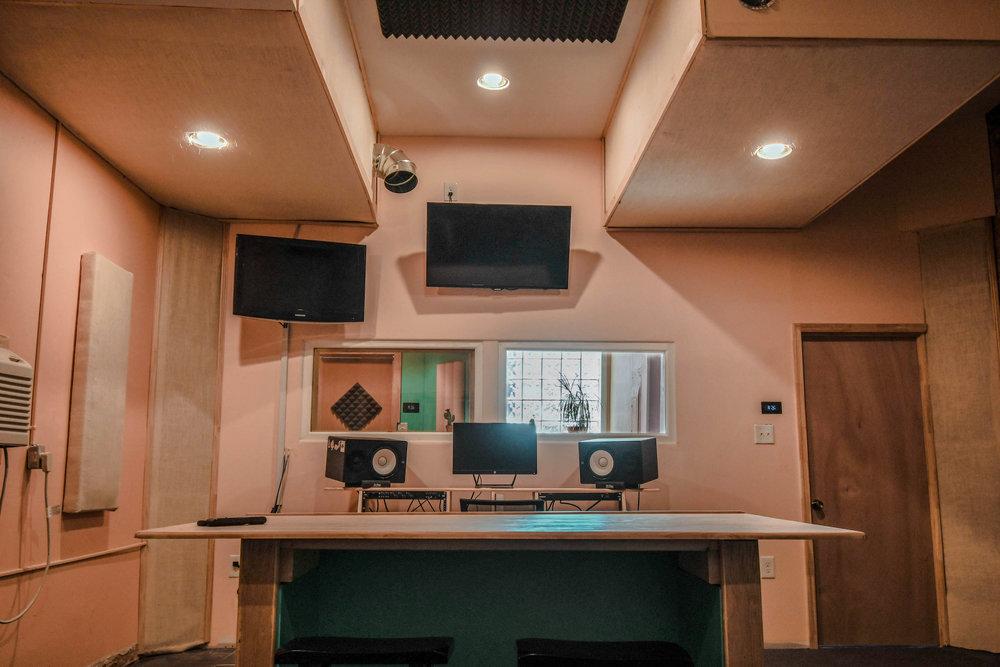 studioB_front
