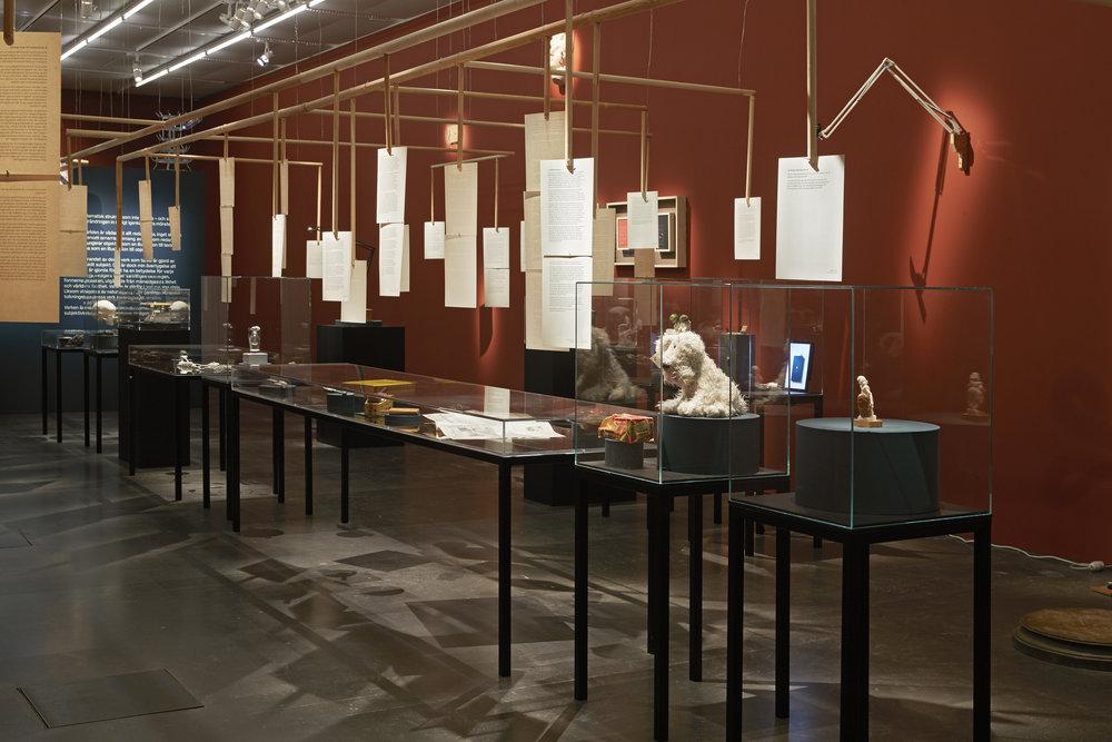 Egentligheter. Lena Andersson. Dan Wolgers. Spritmuseum 2016-2017. Foto Per-Erik Adamsson. (3).jpg