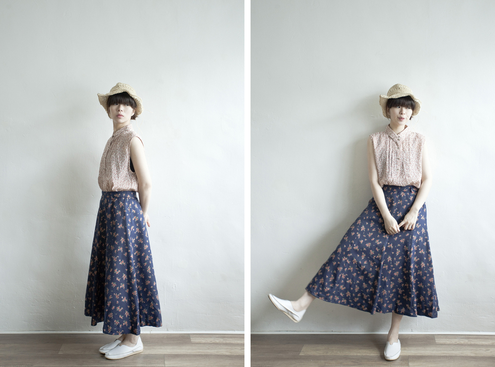 NBV5012 lyon navy roses mid skirt    price: HK$278 / NT$1200   made in japan    也在賣 \\ 上衣 \ 帽子 \ 鞋子