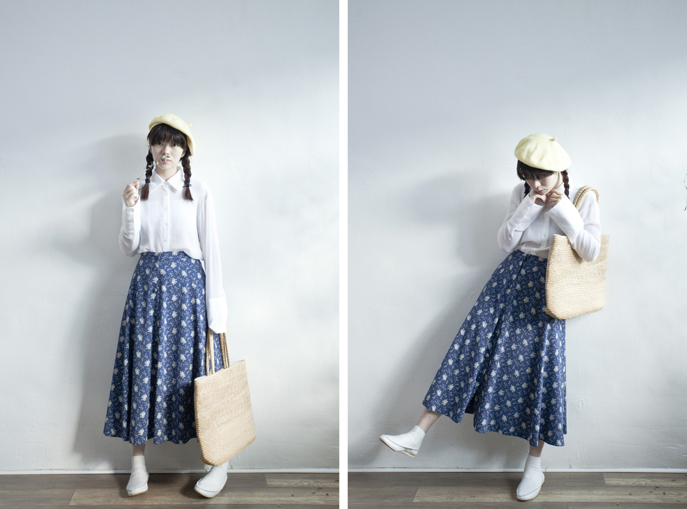 NBV4955 lyon blue snowflakes flare skirt   price: HK$278 / NT$1200   handpicked in korea    也在賣 \\ 上衣 \ 帽子 \ 鞋子 \ 包包