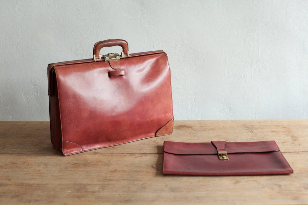 NBV5231 vintage persian red leather briefcase with clutch  price: HK$1228 / NT$5280 handpicked in japan  measurement (cm) 43 x 33 x11