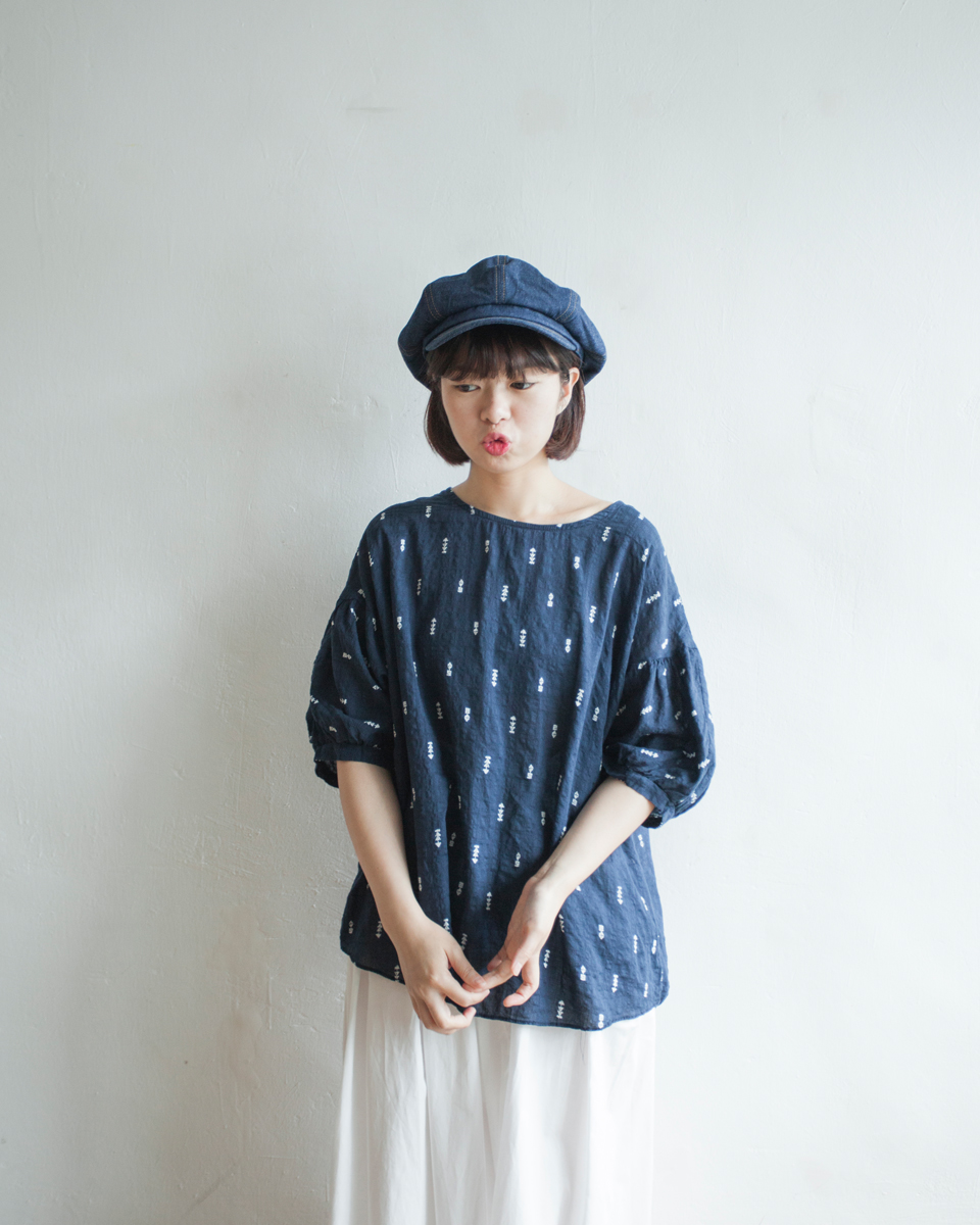 TOP |NBT811 ollie arrow gathered sleeves top 2 color: white / navy