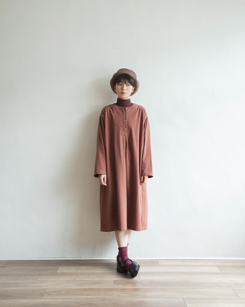 NBOA368 round collar buttoned light wool cotton dress | chestnut | HK$428 NT$1760