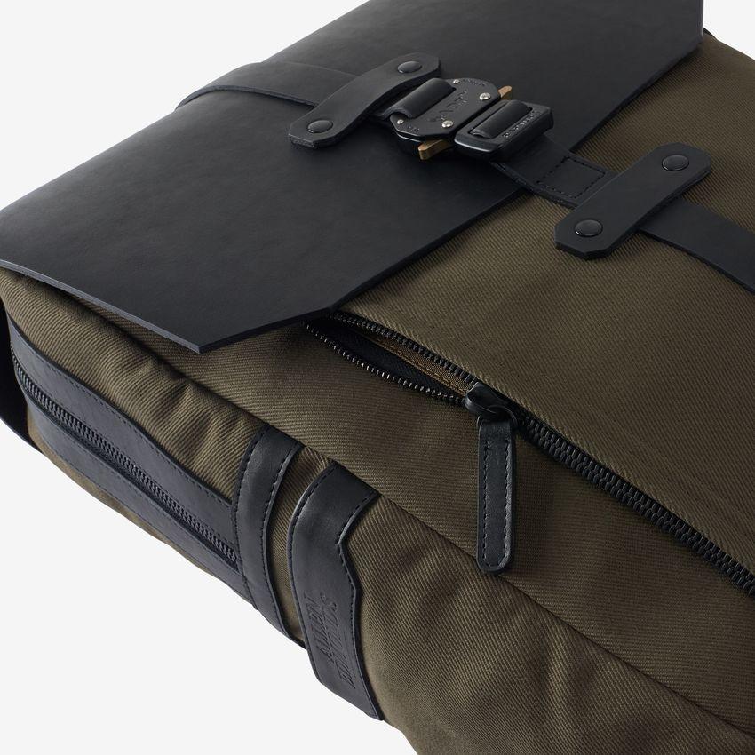 bag-1014855-flapbackpack-blackolive-detail-web.jpg