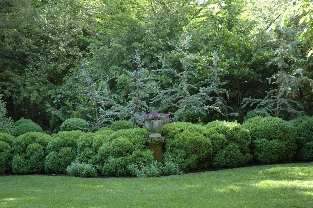 pedastal and stone planter.jpg