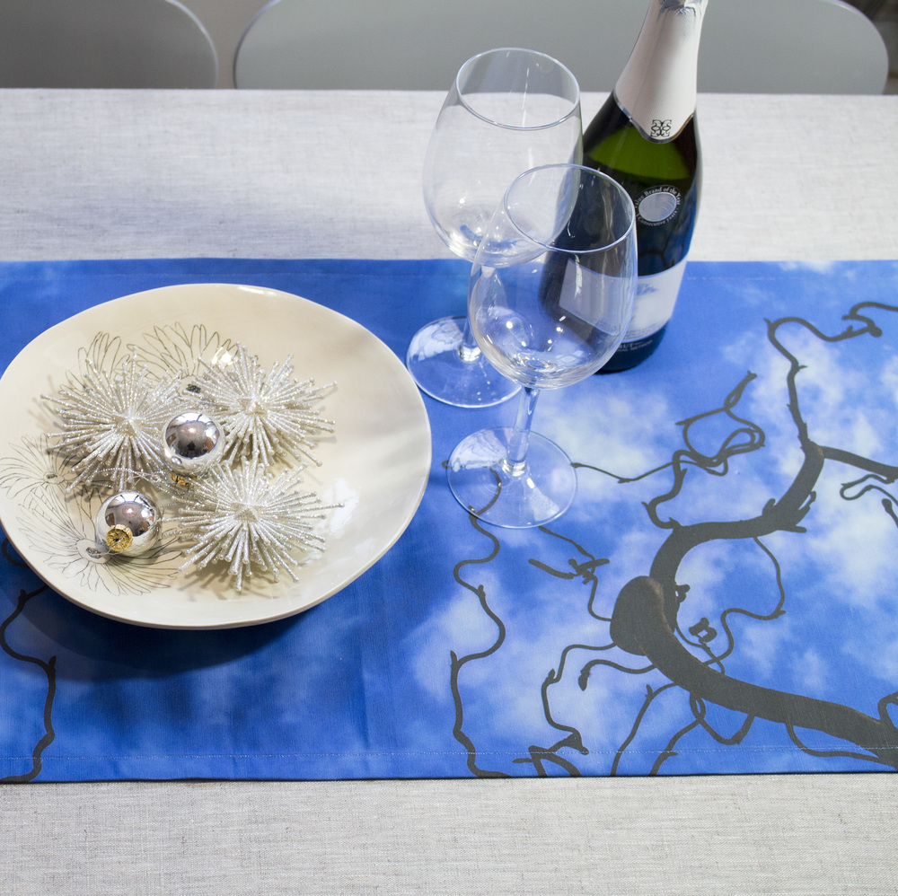 Kær natural table runners look amazing with a bit of bling!